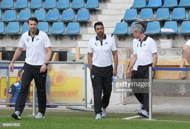 wwwteam2sportphotode Fußball GER 2BL Offizieller Mannschaftsfoto und Portraittermin 2017/2018 VfL Bochum Bochums neuer Trainer Ismail Atalan 2 vli...