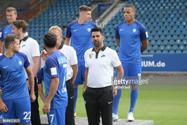 wwwteam2sportphotode Fußball GER 2BL Offizieller Mannschaftsfoto und Portraittermin 2017/2018 VfL Bochum Bochums neuer Trainer Ismail Atalan 2 vre