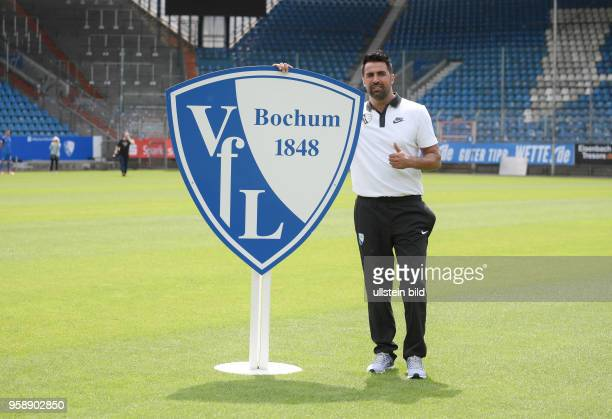 wwwteam2sportphotode Fußball GER 2BL Offizieller Mannschaftsfoto und Portraittermin 2017/2018 VfL Bochum Bochums neuer Trainer Ismail Atalan