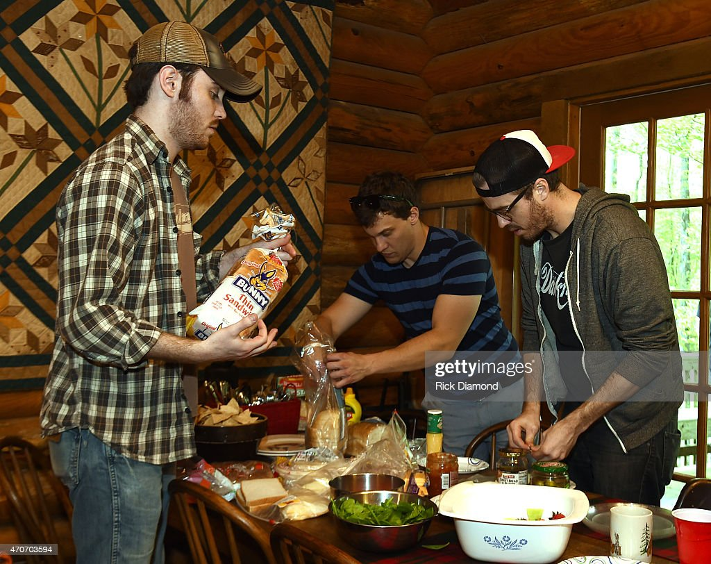 Love And Theft Cabin Fever Writing Session : News Photo