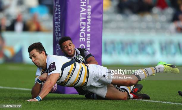 Wynand Olivier of Worcester Warriors scores a try during the Challenge Cup match between Worcester Warriors and Ospreys at Sixways Stadium on October...