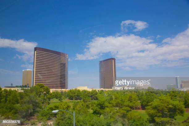 wynn and encore hotels in las vegas - wynn las vegas stock pictures, royalty-free photos & images