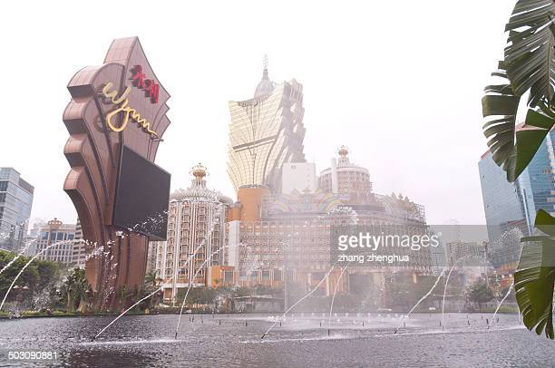 CONTENT] Wynn Hotel music fountain on Macau old and new Lisboa Hotel background
