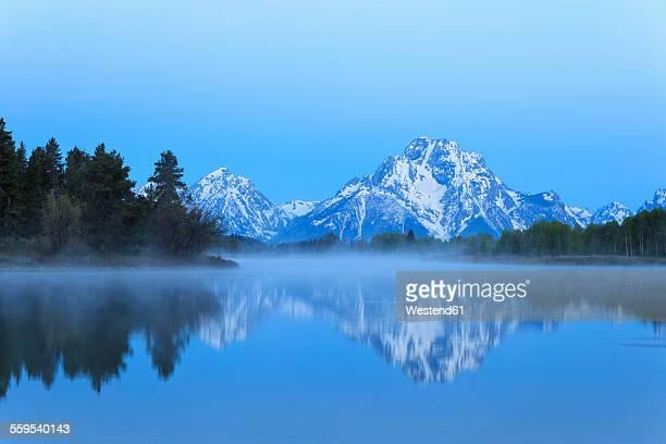 USA, Wyoming, Grand Teton National Park, Teton Range, Mount Moran, Oxbow Bend, Snake River in morning twilight