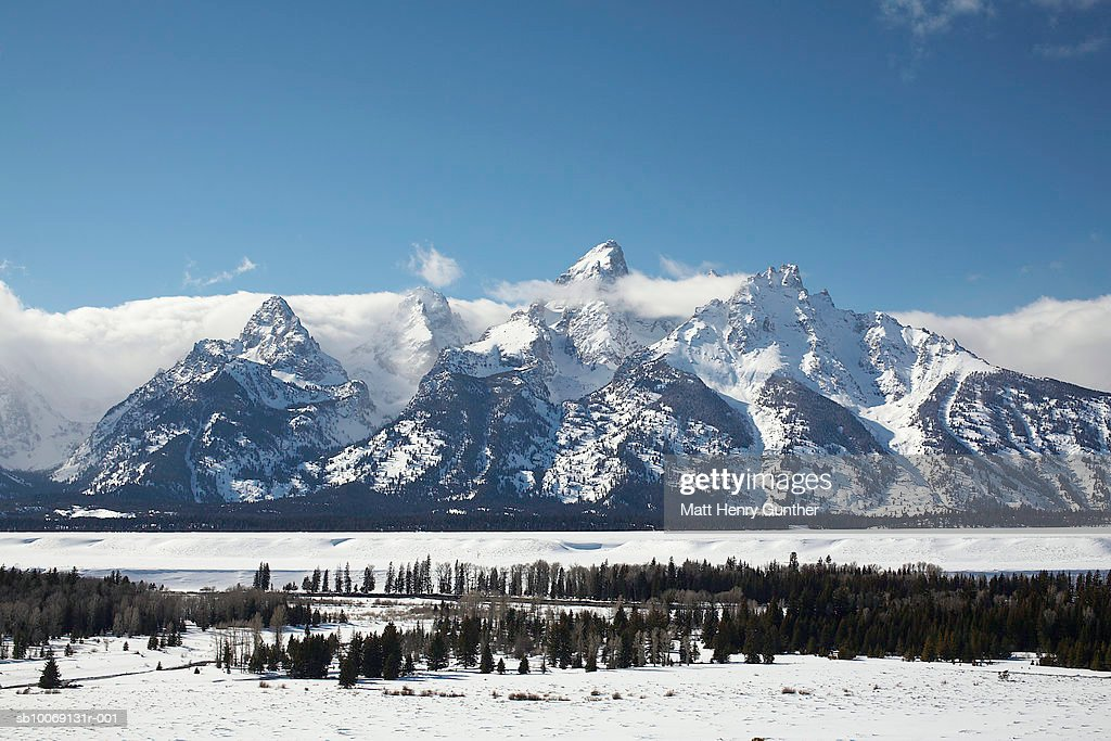 USA, Wyoming, Jackson Hole, Snow covered landscape, mountains in background : Stockfoto