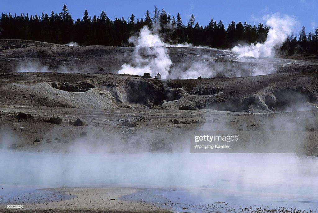 USA, Wyoming, Yellowstone National Park, Norris Geyser Basin... : News Photo