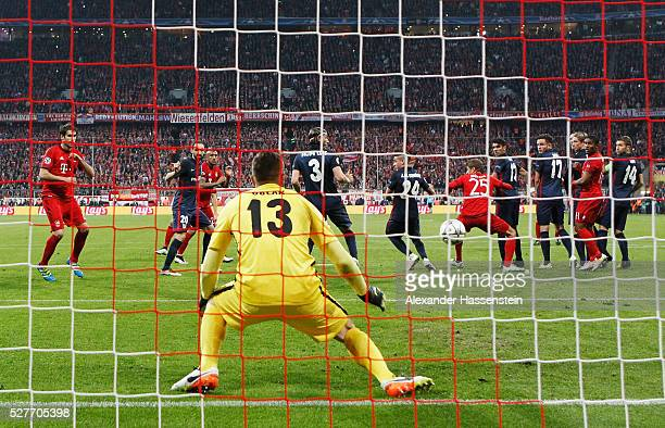 Xabi Alonso of Bayern Munich scores their first goal from a free kick past goalkeepr Jan Oblak of Atletico Madrid during UEFA Champions League semi...