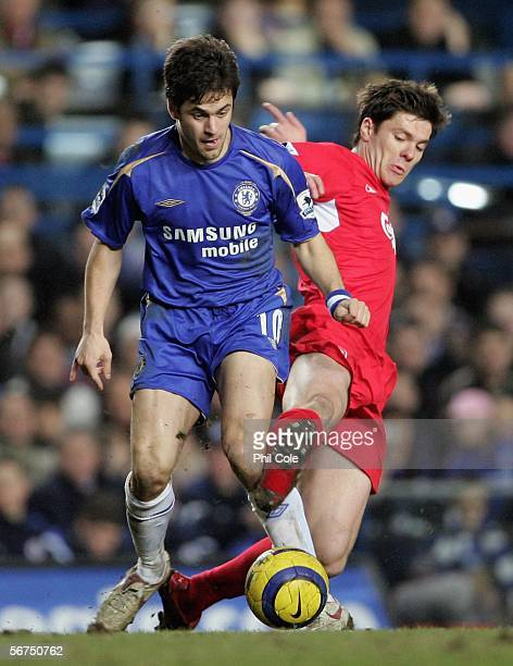 Xabi Alonso of Liverpool and Joe Cole of Chelsea battle for the ball during the Barclays Premiership match between Chelsea and Liverpool at Stamford...