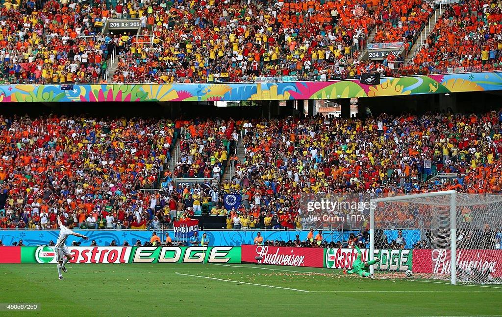 Spain v Netherlands: Group B - 2014 FIFA World Cup Brazil : News Photo