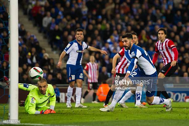 Xabier Etxeita of Athletic Club scores his team's second goal during the Copa del Rey SemiFinal Second Leg match between RCD Espanyol and Athletic...