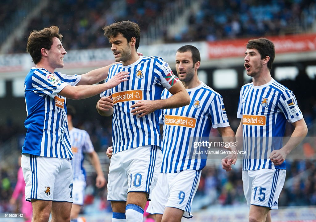 Xabier Prieto of Real Sociedad celebrates after scoring the first goal for Real Sociedad with his team mates during the La Liga match between Real Sociedad and Levante at Estadio de Anoeta on February 18, 2018 in San Sebastian, Spain.