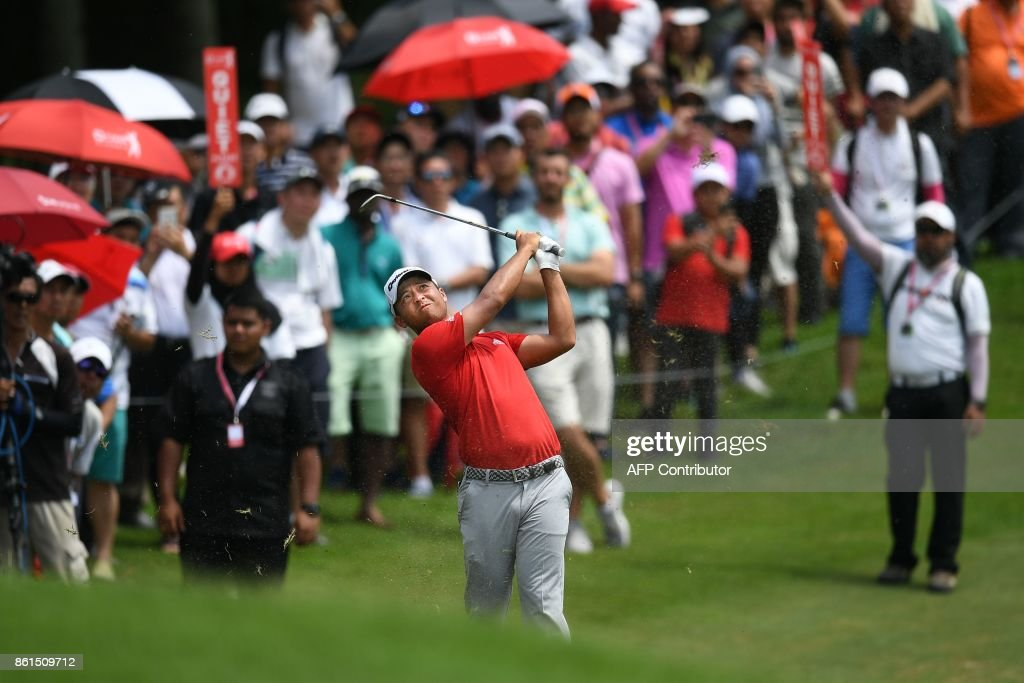 Xander Schauffele of the US plays a shot on the 16th fairway during the final round of the 2017 CIMB Classic golf tournament in Kuala Lumpur on October 15, 2017. / AFP PHOTO / Mohd RASFAN
