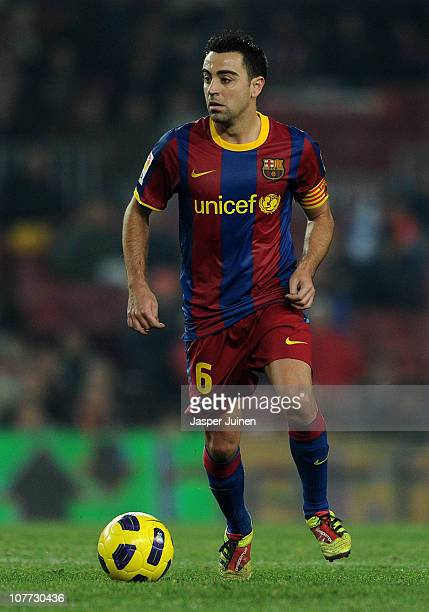 Xavi Hernandez of Barcelona controls the ball during the round of last 16 Copa del Rey match between FC Barcelona and Athletic Bilbao at the Camp Nou...
