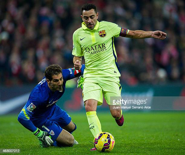 Xavi Hernandez of FC Barcelona duels for the ball with Gorka Iraizoz of Athletic Club during the La Liga match between Athletic Club and FC Barcelona...