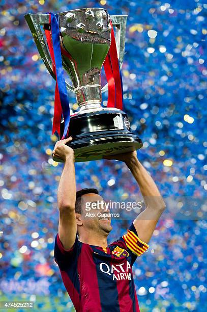 Xavi Hernandez of FC Barcelona lifts up the La Liga champions trophy after the La Liga match between FC Barcelona and RC Deportivo La Coruna at Camp...