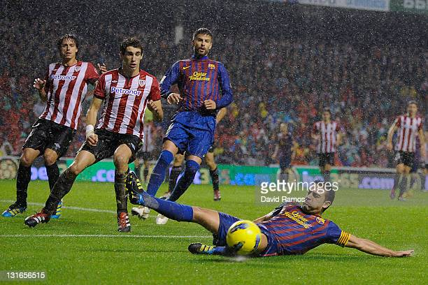 Xavi Hernandez of FC Barcelona misses a chance to score b during the La Liga match between Athletic Club and FC Barcelona at San Mames Stadium on...