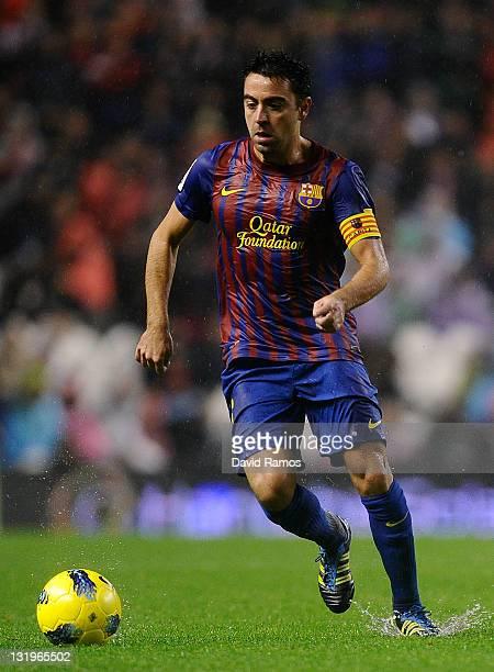 Xavi Hernandez of FC Barcelona runs with the ball during the La Liga match between Athletic Club and FC Barcelona at San Mames Stadium on November 6...