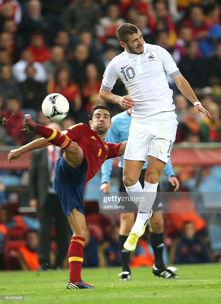 Xavi Hernandez (L) of Spain and Karim Benzema of France fight for the ball during the FIFA 2014 World Cup Qualifier between Spain and France at the Vicente Calderon Stadium on October 16, 2012 in Madrid, Spain.