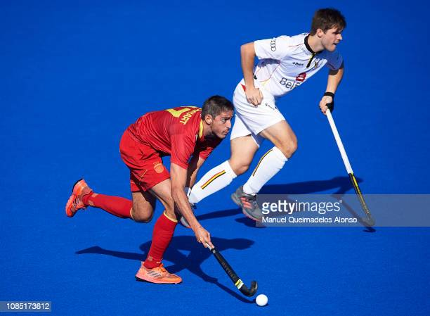 Xavi Lleonart of Spain runs with the ball during the Men's FIH Field Hockey Pro League match between Spain and Belgium at Polideportivo Virgel del...