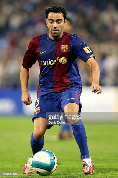 Xavi of Barcelona controls the ball during the Kings Cup quarter-final 2nd leg match between Real Zaragoza and Barcelona, at the Romareda stadium on...