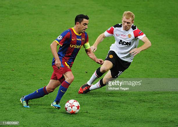 Xavi of FC Barcelona is watched by Paul Scholes of Manchester United during the UEFA Champions League final between FC Barcelona and Manchester...