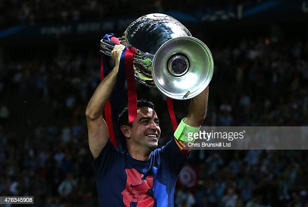 Xavi of FC Barcelona lifts the trophy following the UEFA Champions League Final match between Juventus and FC Barcelona at the Olympiastadion on June...