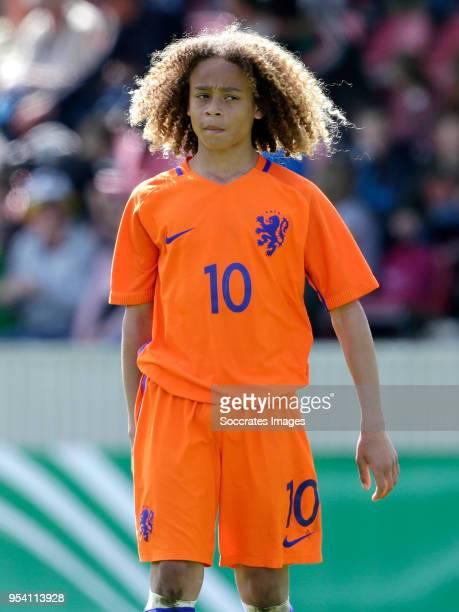 Debate sobre futbolistas - Página 2 Xavi-simons-of-holland-u15-during-the-match-between-germany-u15-v-picture-id954113928?s=612x612