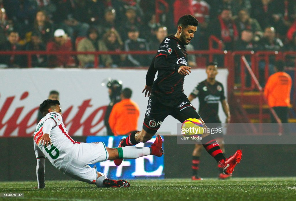 Xavier Baez (L) of Necaxa and Alejandro Guido (R) of Tijuana fight for the ball during the second round match between Tijuana and Necaxa as part of Torneo Clausura 2018 Liga MX at Caliente Stadium on January 12, 2018 in Tijuana, Mexico.