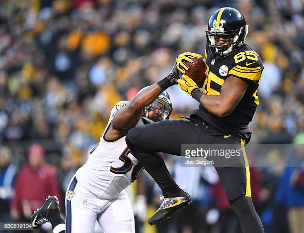 Xavier Grimble of the Pittsburgh Steelers catches a 20 yard pass from Ben Roethlisberger in front of Albert McClellan of the Baltimore Ravens for a...