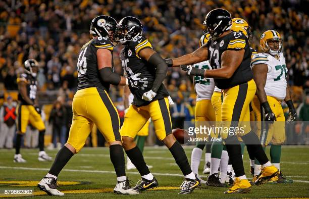 Xavier Grimble of the Pittsburgh Steelers celebrates with David DeCastro after a 1 yard touchdown reception in the first quarter during the game at...