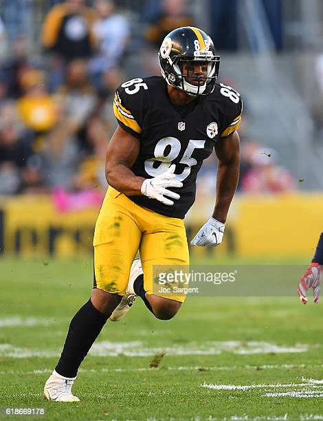 Xavier Grimble of the Pittsburgh Steelers in action during the game against the New England Patriots at Heinz Field on October 23, 2016 in...