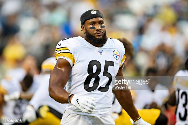Xavier Grimble of the Pittsburgh Steelers warms up before a game against the Tennessee Titans during week three of preseason at Nissan Stadium on...