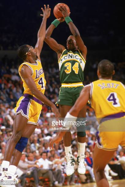 Xavier McDaniel of the Seattle Supersonics shoots a jump shot over James Worthy of the Los Angeles Lakers during the 19871988 NBA season game at the...