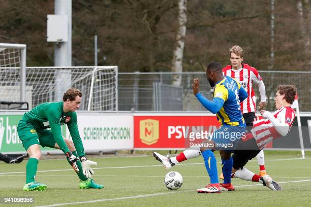 Xavier Mous of FC Oss, Lorenzo Pique of FC Oss, Sam Lammers of PSV U23 during the Dutch Jupiler League match between PSV U23 v FC Oss at the De...