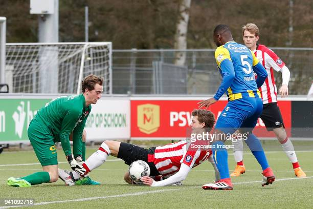 Xavier Mous of FC Oss, Sam Lammers of PSV U23, Lorenzo Pique of FC Oss during the Dutch Jupiler League match between PSV U23 v FC Oss at the De...