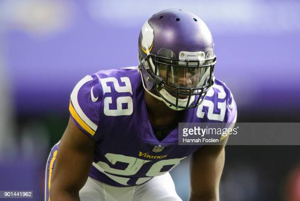 Xavier Rhodes of the Minnesota Vikings lines up against the Chicago Bears at the line of scrimmage during the game on December 31 2017 at US Bank...