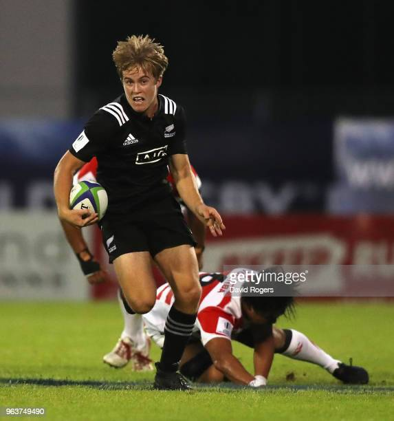 Xavier Roe of New Zealand breaks clear during the World Rugby U20 Championship match between New Zealand and Japan at Stade d'Honneur du Parc des...