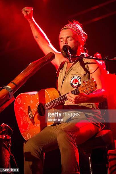 Xavier Rudd der australische Saenger Songwriter und MultiInstrumentalist bei einem Konzert in Hamburg Grosse Freiheit 36