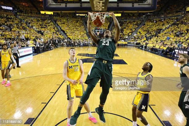 Xavier Tillman of the Michigan State Spartans dunks in front of Jon Teske of the Michigan Wolverines during the first half at Crisler Arena on...