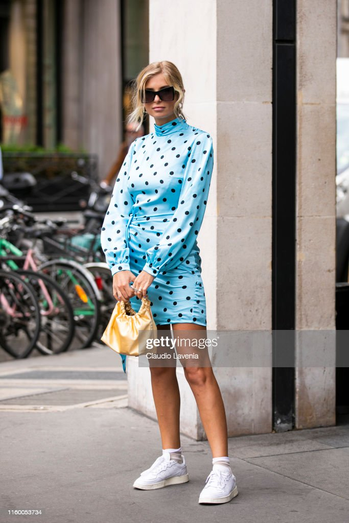 Street Style : Paris Fashion Week -Haute Couture Fall/Winter 2019/2020 : Day Two : News Photo