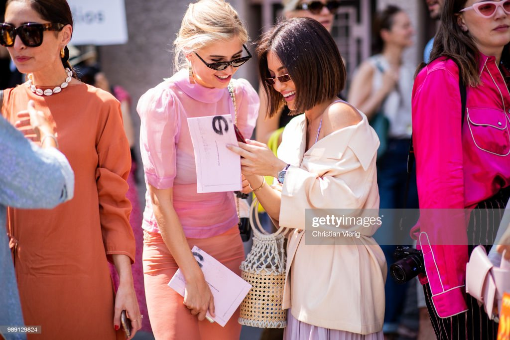 Street Style : Day One - Haute Couture Fall Winter 2018/2019 : News Photo