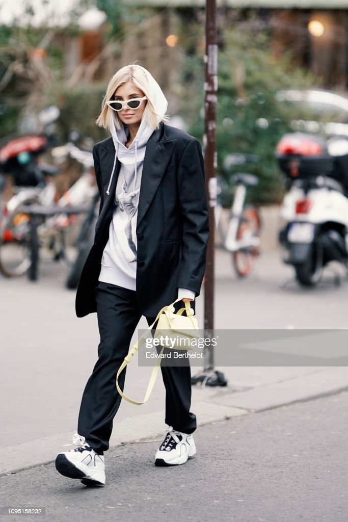 Street Style - Paris Fashion Week - Menswear F/W 2019-2020 : Day Two : News Photo