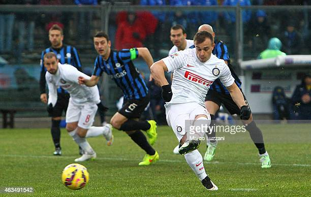Xherdan Shaqiri of FC Internazionale Milano scores the opening goal from the penalty spot during the Serie A match between Atalanta BC and FC...