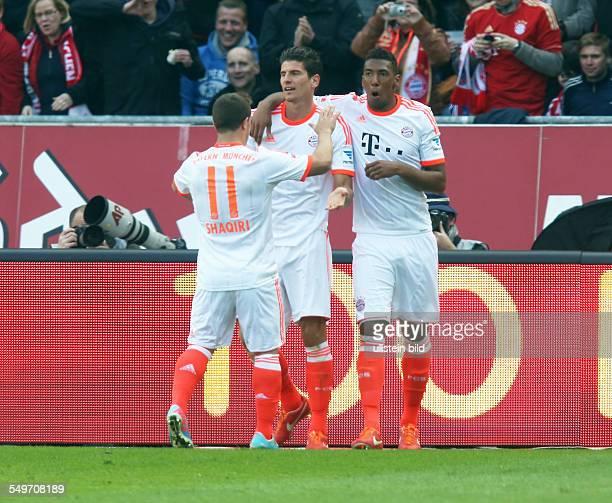 Xherdan ShaqiriMario Gomez Jerome Boateng Jubel Freude Emotion nach Tor zum 04 durch Mario Gomez Hannover 96 FC Bayern Muenchen München Sport Fußball...