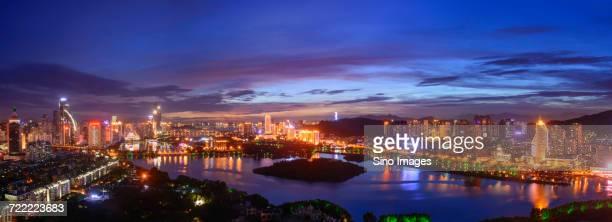 xiamen city panorama at dusk, fujian, china - xiamen fotografías e imágenes de stock