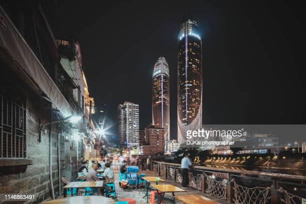 xiamen shapowei at night - xiamen fotografías e imágenes de stock
