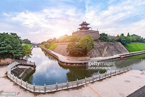 xi'an city wall - moat stock pictures, royalty-free photos & images