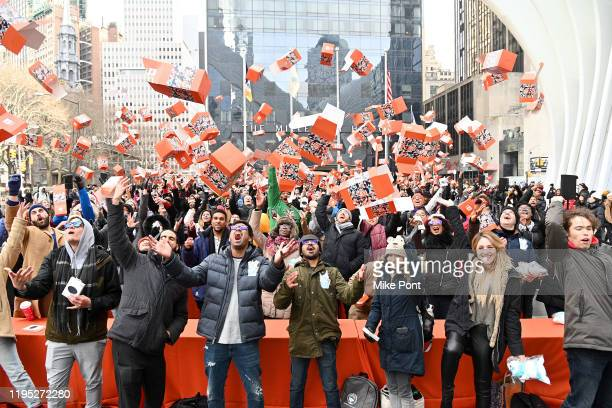Xiaomi breaks the GUINNESS WORLD RECORDS® title with 703 participants for Most People Unboxing Simultaneously at Oculus Plaza WTC on December 21,...