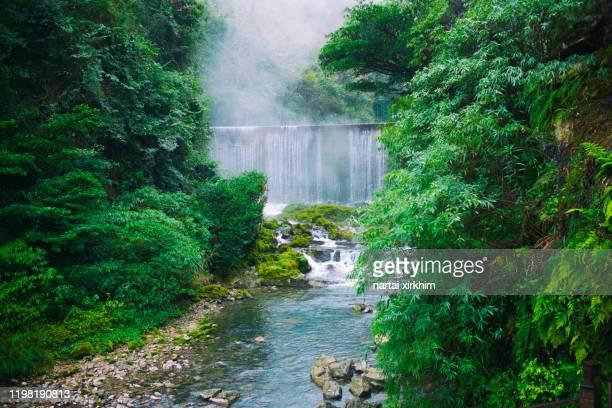 xiaoqikong - province du guizhou photos et images de collection