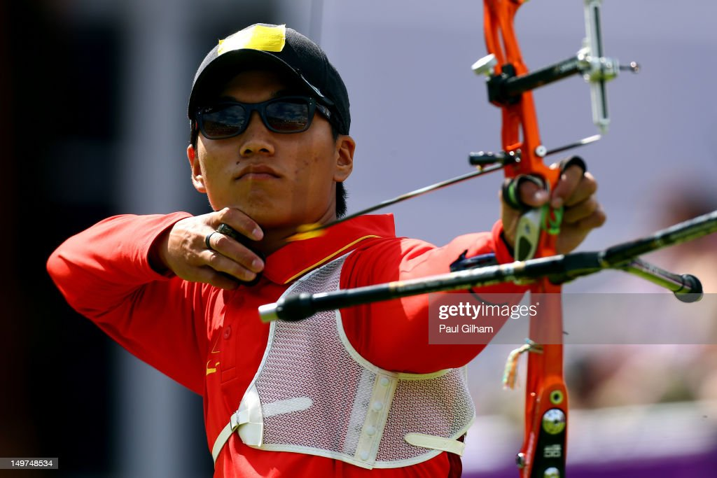 Xiaoxiang Dai of China competes against Bubmin Kim of Korea during the Men's Individual Archery Quarterfinal match on Day 7 of the London 2012 Olympic Games at Lord's Cricket Ground on August 3, 2012 in London, England.